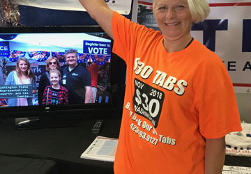 Debbie hits 1000+ signatures for $30 Tabs Initiative! She's 3rd person to earn t-shirt